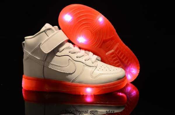 basket nike lumineuse